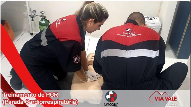 Life - Life Corp realizando mais um treinamento de PCR (Parada Cardiorrespiratória) com sua equipe doVia Vale Garden Shopping